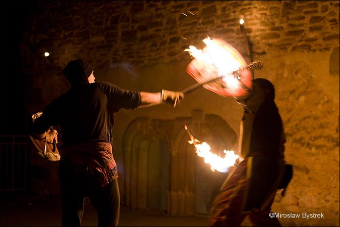 nocne walki rycerzy na zamku spiskim