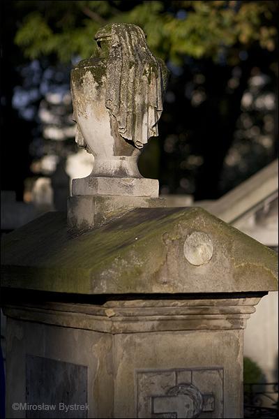 Urna z kirem - symbol śmierci.