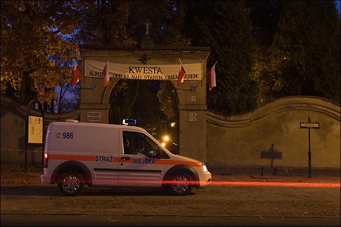 Nocą na cmentarzu można było czuć się bezpiecznie.
