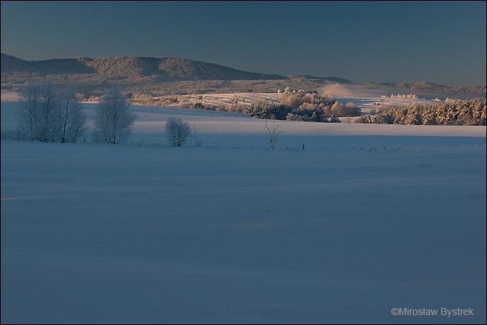 Zimowy krajobraz Beskidu Niskiego z okolic Zdyni.