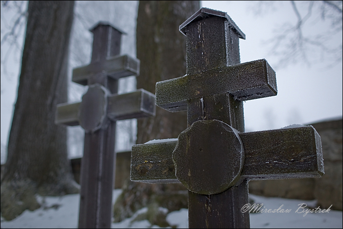 dwuramienne krzyże na grobach Rosjan