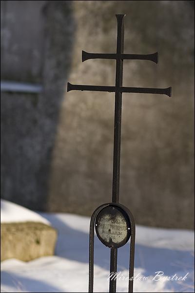 dwuramienny krzyż na grobach Rosjan