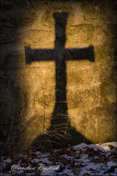 cień krzyża