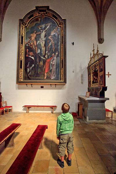 """""""Przebicie kopią"""". Obraz pochodzi z renesansowego ołtarza głównego. Autorem jest bardejowski malarz Piotr Stöckel. Jak się przyjrzeć to jest to kopia Rubensa (""""Ukrzyżowanie"""")"""