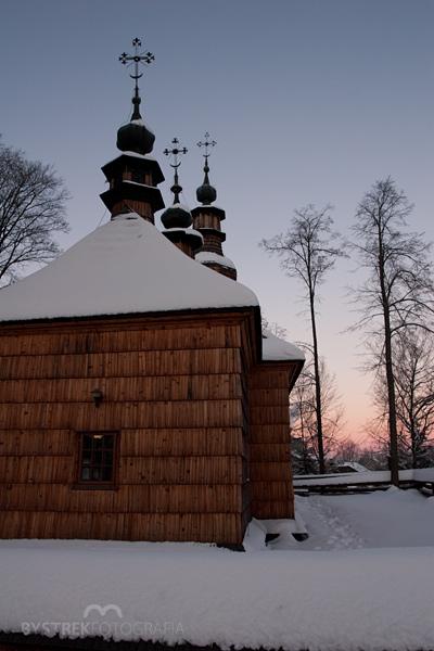 cerkiew w Ropicy Górnej zima