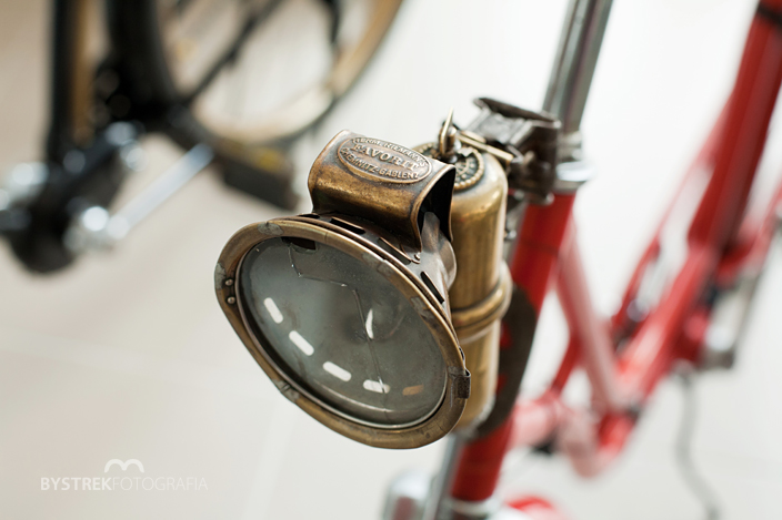 zabytkowy rower lampa